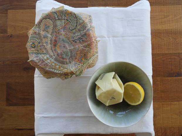 Bol et citron recouverts d'un tissus ciré